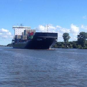 Dickschiff auf dem Nord-Ostsee-Kanal