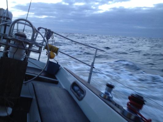 Gegen den Wind im westlichen englischen Kanal