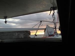 Sonnenuntergang mit Ankerwinde. Ob sie das hält, was versprochen wurde?