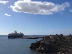 Blick zurück zum Hafen. Die ersten Höhenmeter sind geschafft, ich bin es auch.